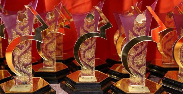 troféus - prêmio comunique-se