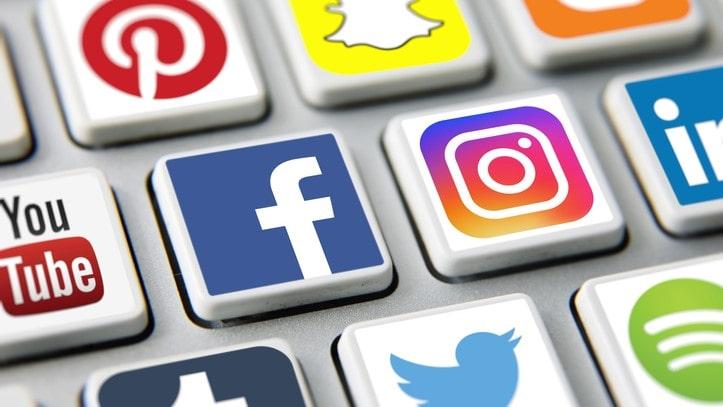Combate às fake news plataformas de redes sociais devem ter sede no Brasil