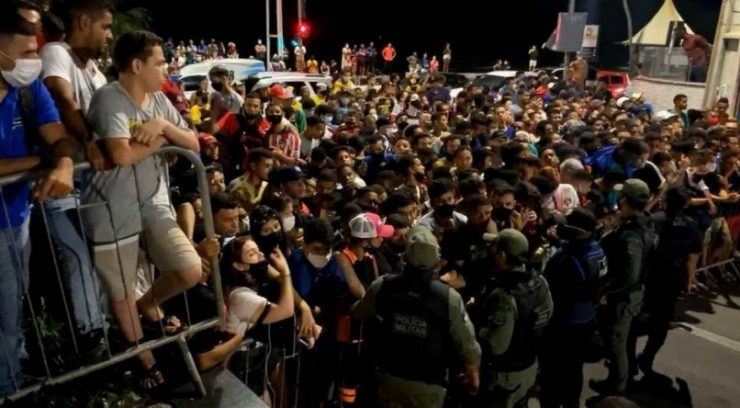 Jornalistas são apedrejados no Recife