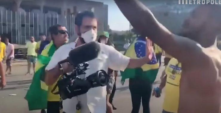 Resultados das manifestações para a imprensa: equipes hostilizadas e agredidas